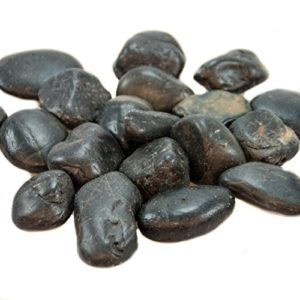 1,5 kg Flusskiesel Dekosteine schwarz poliert Kieselsteine als Streudeko oder Zierkiesel. Steine zum bemalen und beschriften als Tischdeko Hochzeit Flache Steine abgepackt in 3 x 500g Beutel