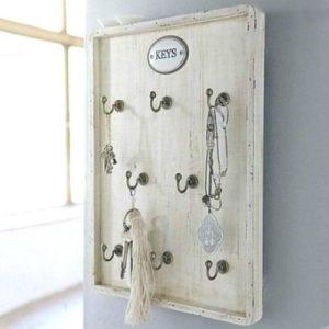 Schlüsselbrett aus Holz in antikweiß im Shabby Chic Stil mit 8 Haken
