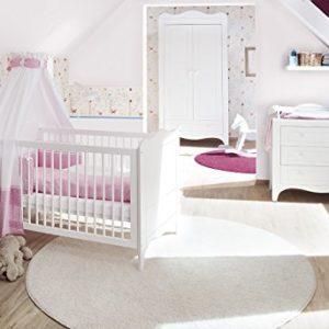 Pinolino Kinderzimmer Fleur breit, 3-teilig, Kinderbett (140 x 70 cm), breite Wickelkommode mit Wickelaufsatz und Kleiderschrank, weiß Edelmatt (Art.-Nr. 10 34 72 B)