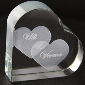 VIP-LASER GlasHERZ L mit zwei großen Herzen und Deinen Namen graviert. Wir gravieren Deine Wunschnamen kostenlos ein – das ideale Partner Liebesgeschenk Geschenk zum Valentinstag, Weihnachten , Jahrestag oder zur Verlobung! Partnergeschenk