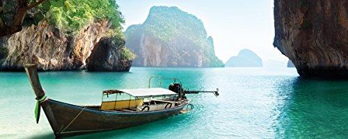 Wallario Küchen-Rückwand | Glas mit Motiv Fischerboot in Thailand blaues Meer und Steinfelsen in Premium-Qualität: Brillante Farben, ohne Aufhängung | abwischbar | pflegeleicht
