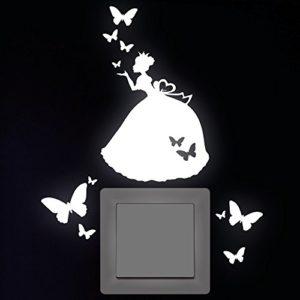 """Wandtattoo Loft """"Prinzessin 10 x 11 cm mit 10 Schmetterlingen"""" Leuchtaufkleber für Steckdose, Lichtschalter oder die Wand/Leuchtsterne/ Kinderzimmer – Wandtattoo fluoreszierende leuchtende Sticker/ nachtleuchtend"""
