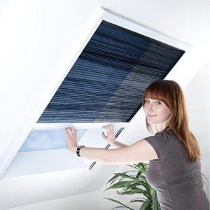 Fliegengitter Plissee für Dachfenster bis max. 70 x 157 cm – Insektenschutz – Dachfensterplissee – 80 x 160 cm | brauner…