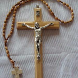 Wandkreuz Kruzifix – Rosenkranz Sortiment aus Olivenholz