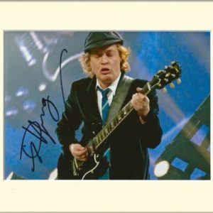 Angus Young AC/DC ACDC signierte Autogrammkarte, im Passepartout