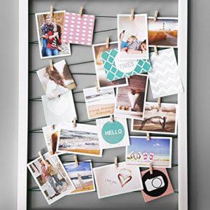Spetebo Fotohalter 75×55 cm schwarz – Gummileine mit 20 Holz Klammern – Fotorahmen Bilder Rahmen Galerie