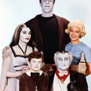 "Moviestore Al Lewis als Grandpa unt Butch Patrick als Edward ""Eddie"" Wolfgang Munster in The Munsters 36x28cm Farbfoto"